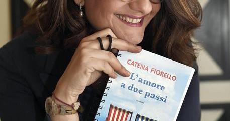 La scrittrice Catena Fiorello ritratta in occasione dell'uscita del suo ultimo libro 'L'amore a due passi', 1 maggio 2016, a Roma.  ANSA/CLAUDIO ONORATI